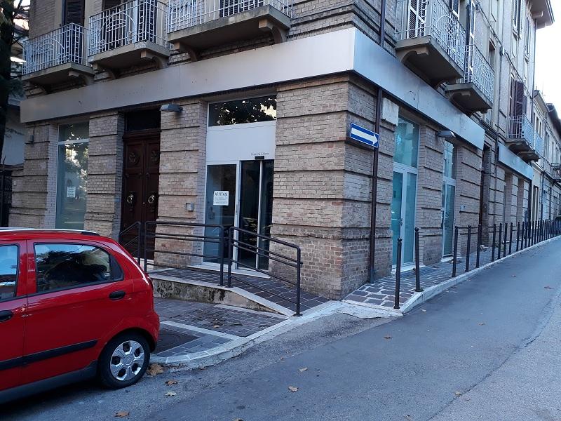 Ufficio / Studio in affitto a Teramo, 9999 locali, zona Zona: Centro , prezzo € 2.500 | CambioCasa.it