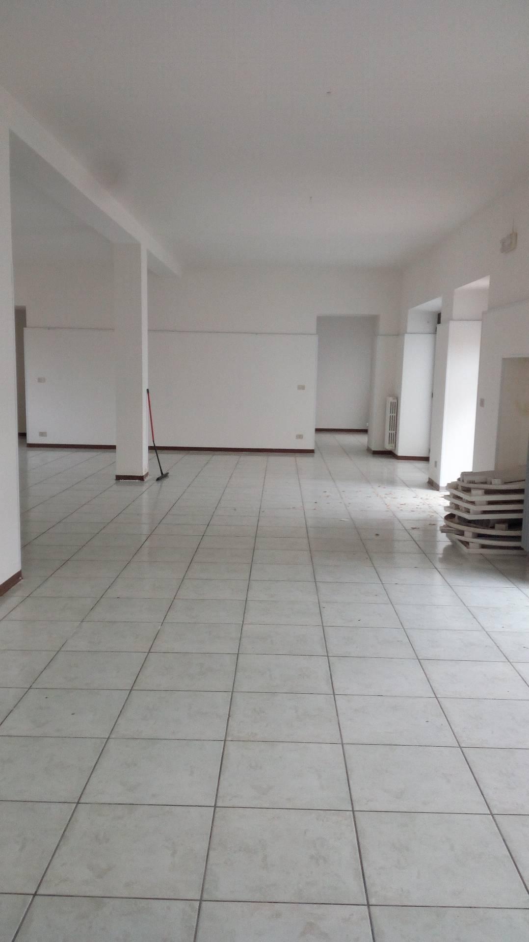 Negozio / Locale in affitto a Giulianova, 9999 locali, zona Località: Lido, prezzo € 750 | CambioCasa.it