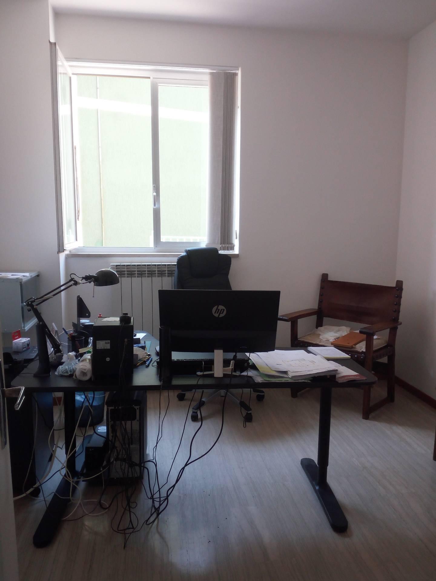 Ufficio / Studio in affitto a Teramo, 9999 locali, zona Zona: Centro , prezzo € 350 | CambioCasa.it