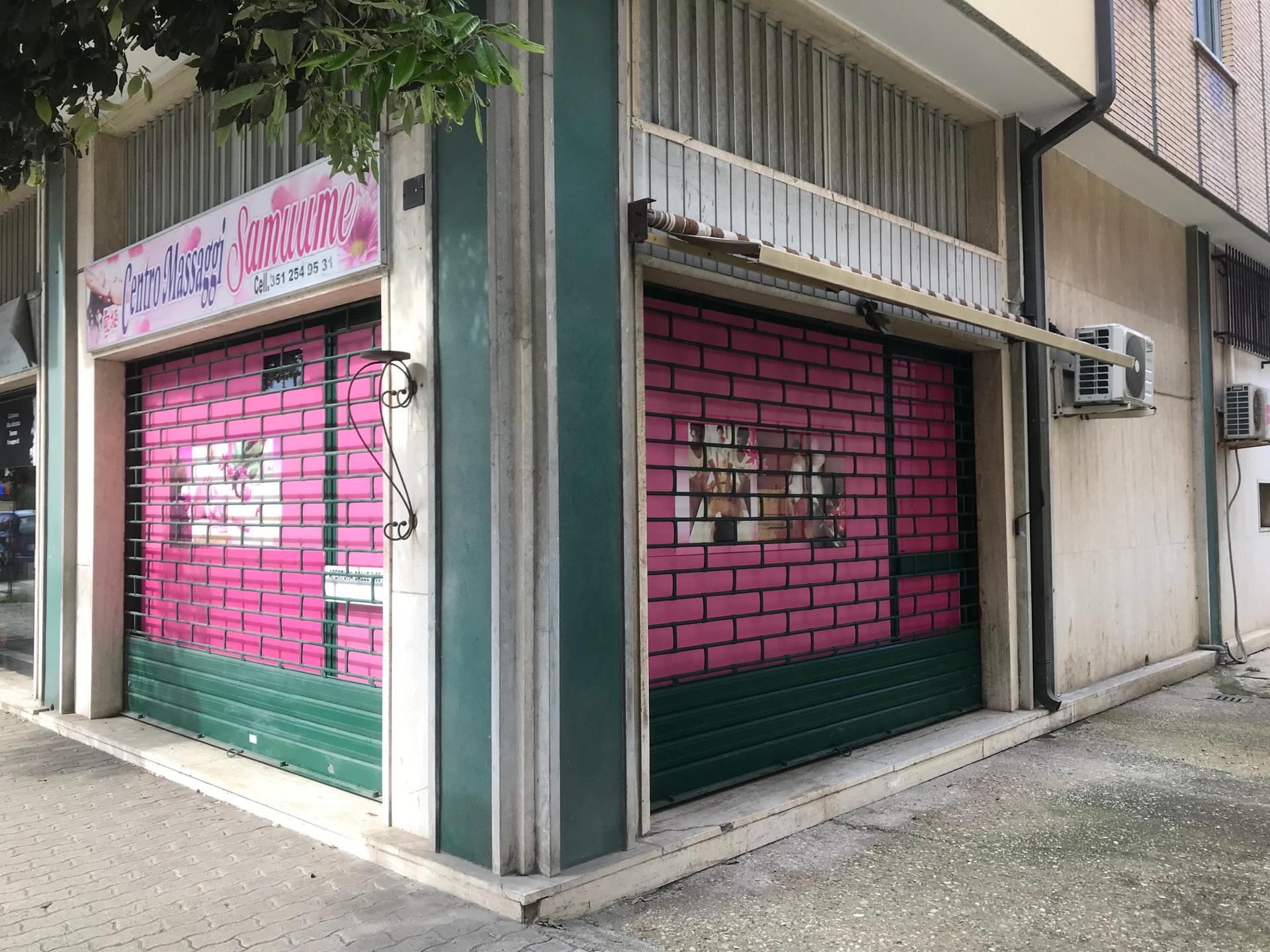 Negozio / Locale in affitto a Giulianova, 9999 locali, zona Località: Lido, prezzo € 900 | CambioCasa.it