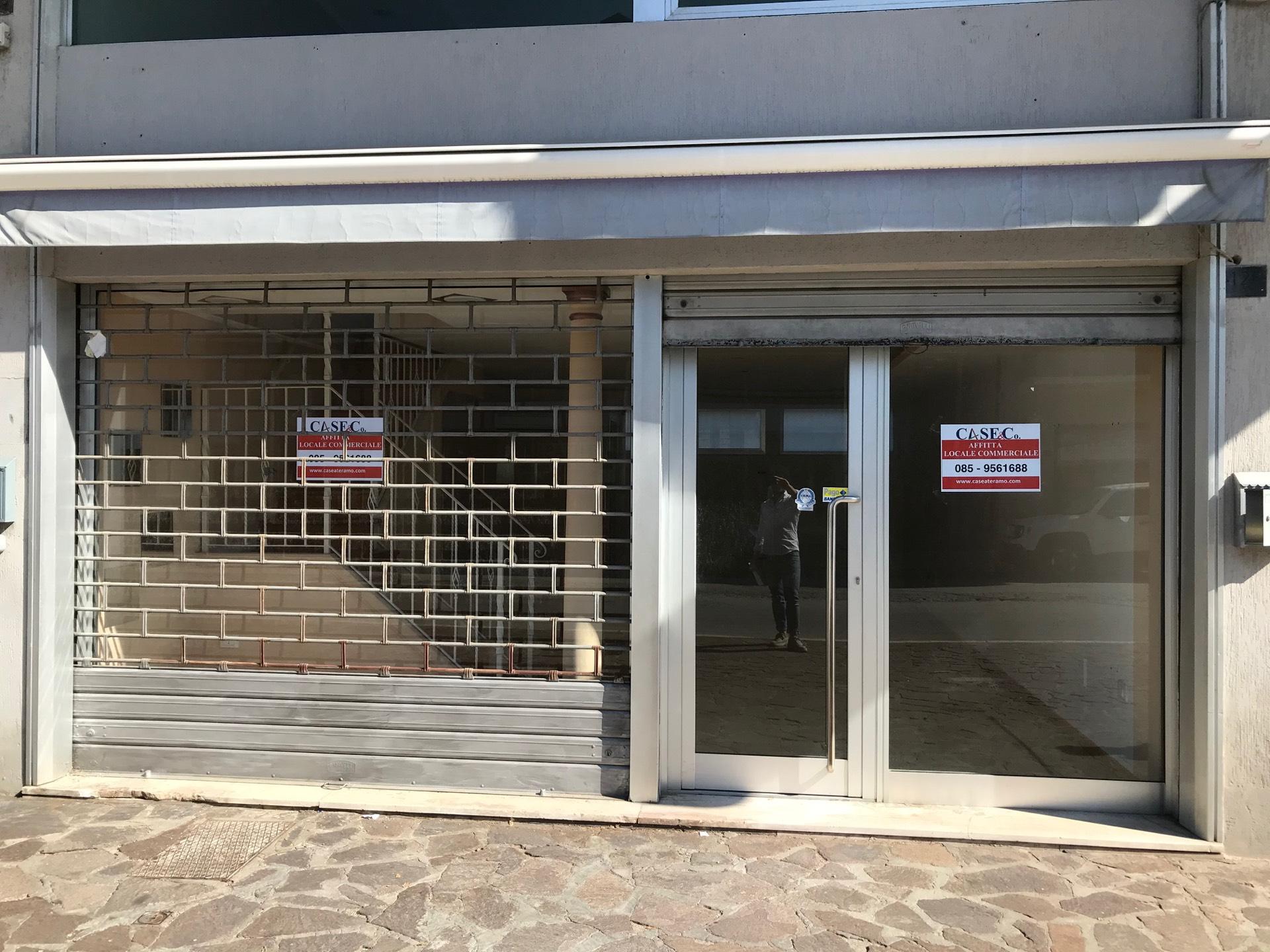 Negozio / Locale in affitto a Giulianova, 9999 locali, zona Località: Lido, prezzo € 600 | CambioCasa.it