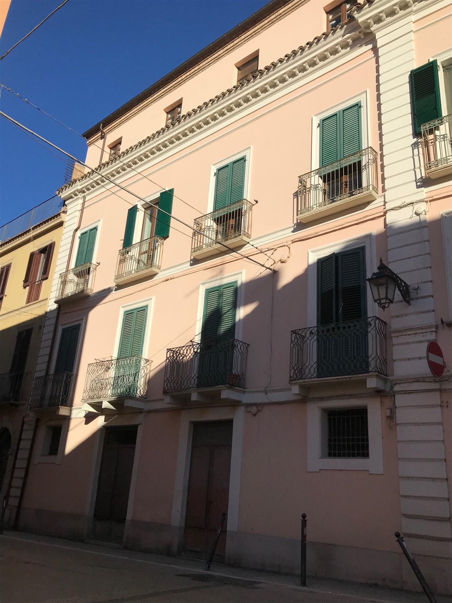 Appartamento in vendita a Teramo, 7 locali, zona ro, prezzo € 390.000 | PortaleAgenzieImmobiliari.it
