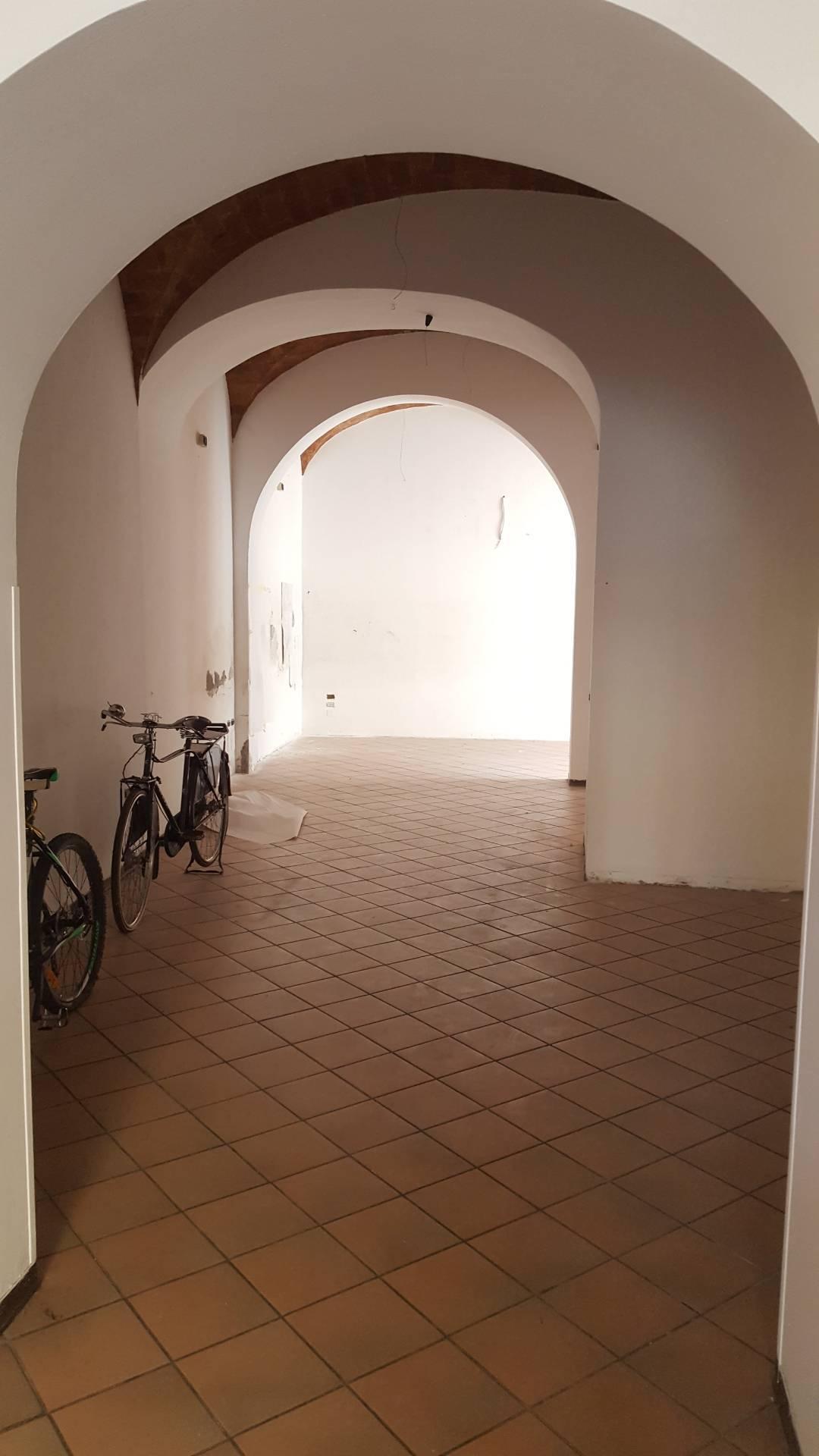 Negozio / Locale in affitto a Teramo, 9999 locali, zona Zona: Centro , prezzo € 750 | CambioCasa.it
