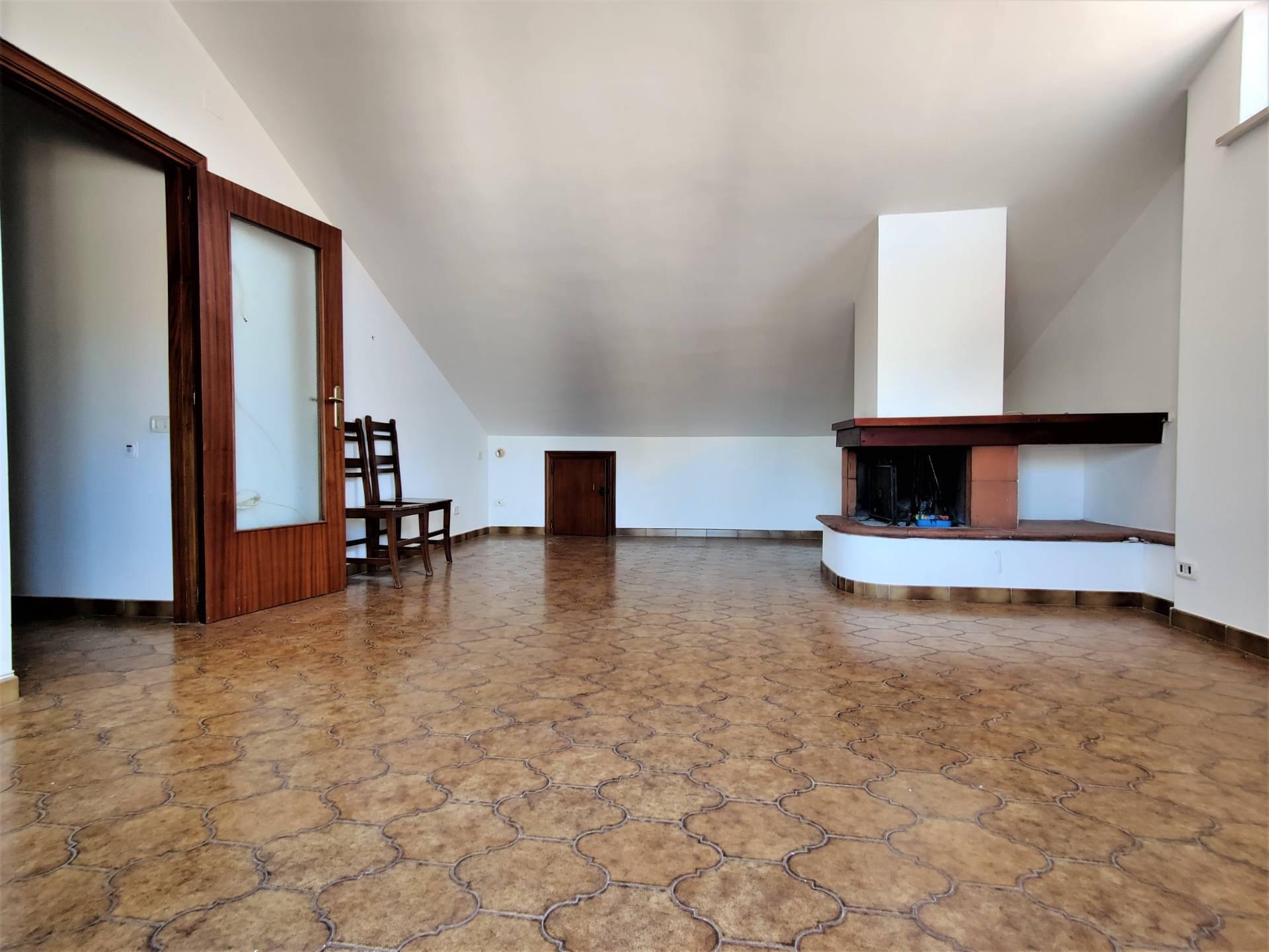 Attico / Mansarda in vendita a Teramo, 4 locali, zona centro, prezzo € 99.000 | PortaleAgenzieImmobiliari.it