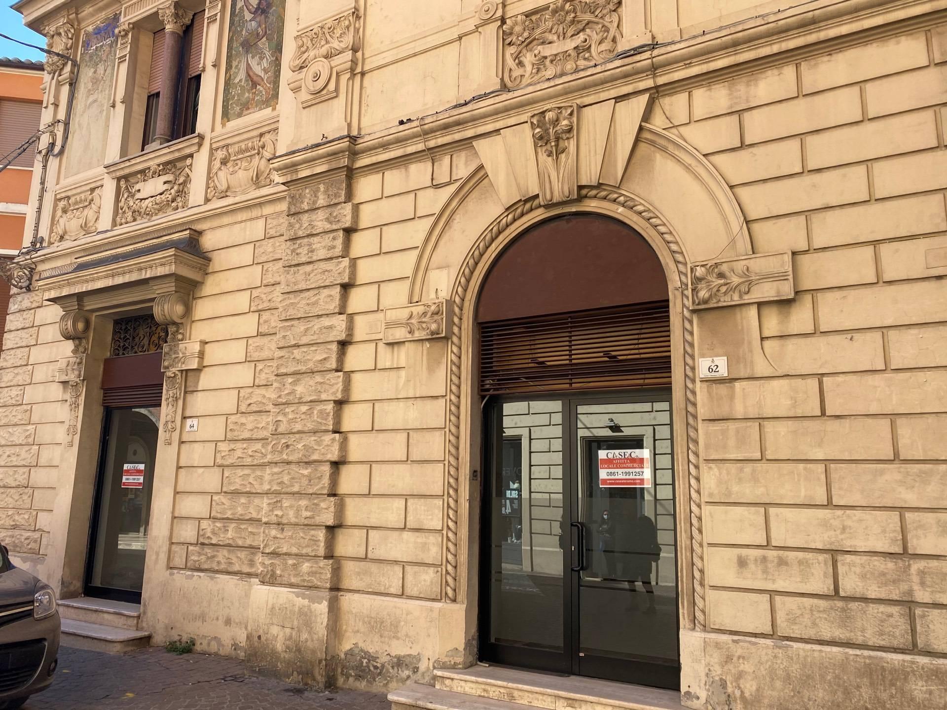Negozio / Locale in affitto a Teramo, 9999 locali, prezzo € 1.000   CambioCasa.it