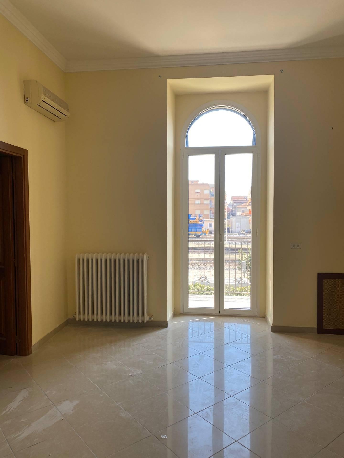 Ufficio / Studio in affitto a Giulianova, 9999 locali, zona Località: Lido, prezzo € 600 | CambioCasa.it