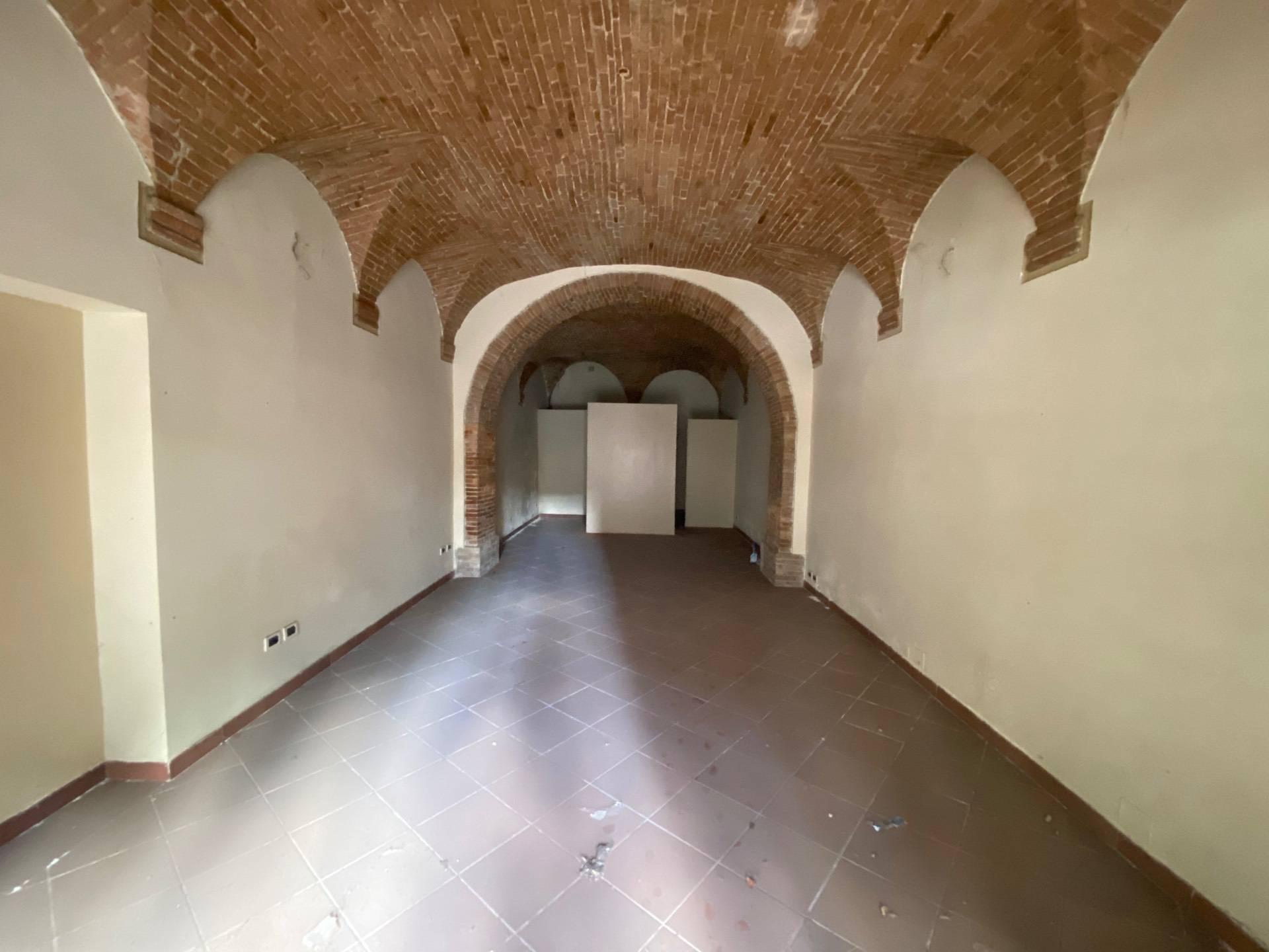 Negozio / Locale in affitto a Teramo, 9999 locali, zona Zona: Centro , prezzo € 650 | CambioCasa.it