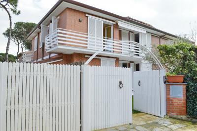 Casa Tri/Quadrifamiliare in Vendita a Forte dei Marmi