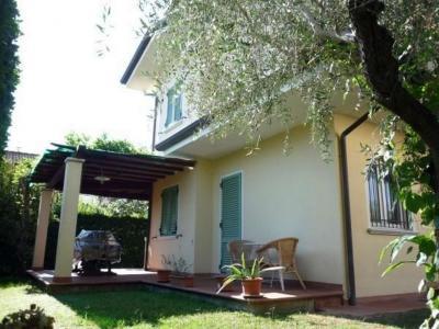 Villa Bifamiliare in Vendita a Montignoso