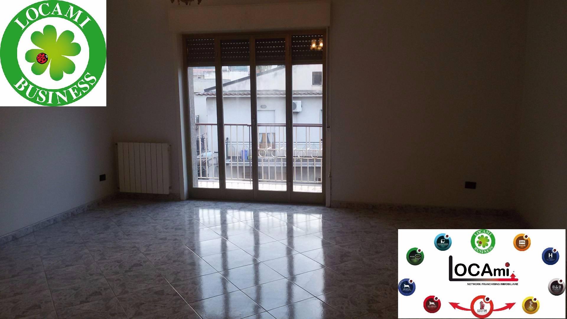 Appartamento in vendita a Patti, 6 locali, zona Località: MarinadiPatti, prezzo € 185.000 | Cambio Casa.it