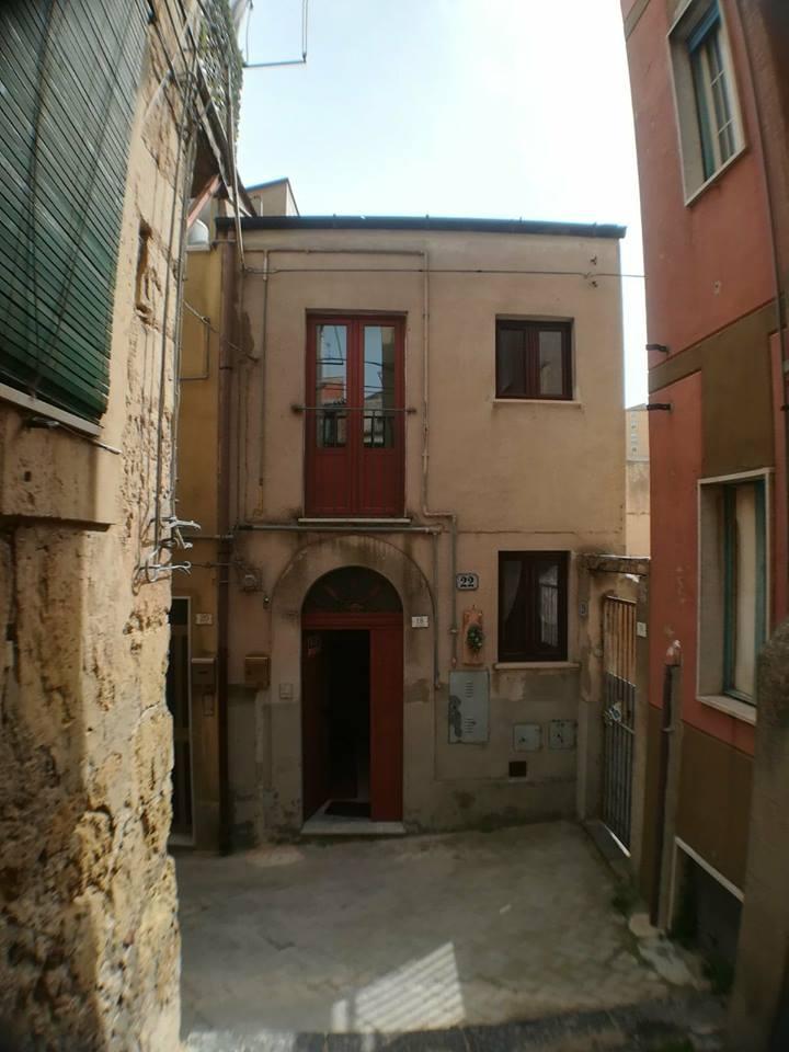 Appartamento in vendita a Enna, 4 locali, zona Località: Centrostorico-zonacentrale, prezzo € 60.000   CambioCasa.it