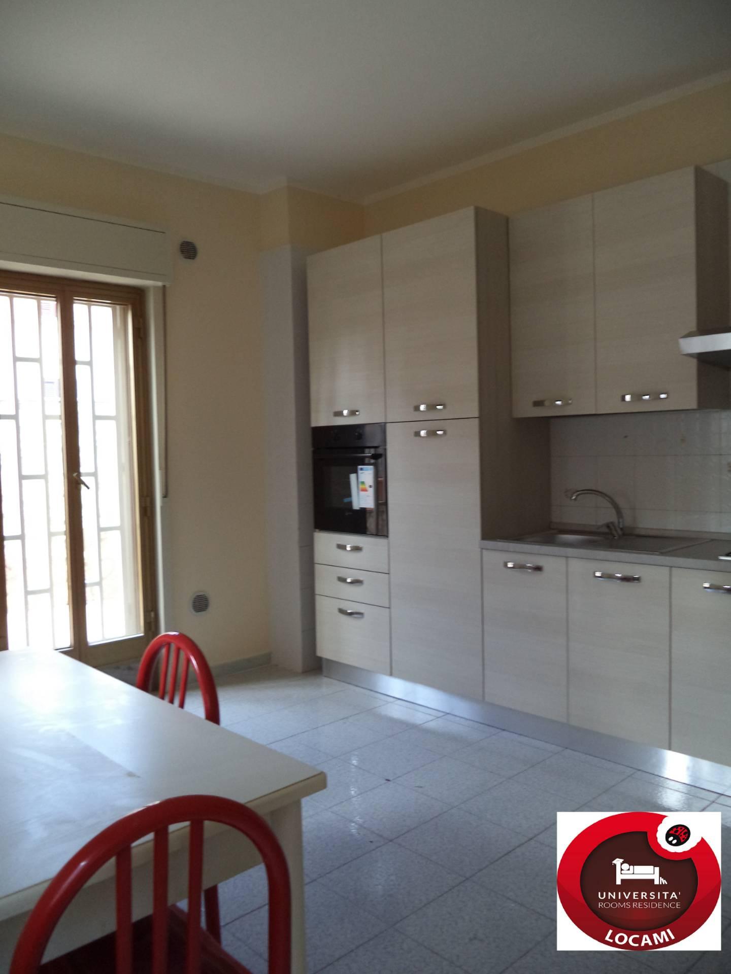 Appartamento in affitto a Palermo, 7 locali, zona Località: CorsoTukory, prezzo € 800   CambioCasa.it