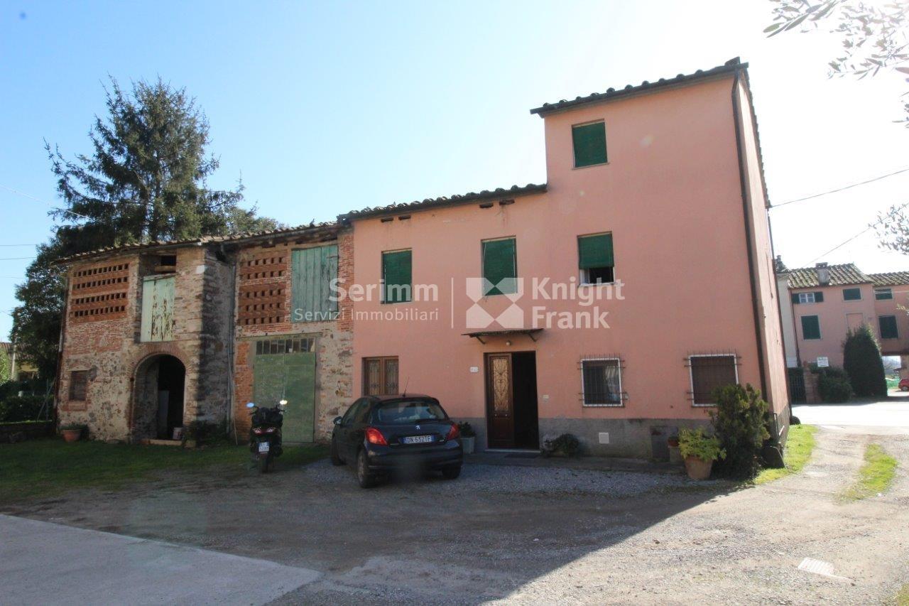 Casa colonica in vendita a lucca rif a213 for Piccola casa colonica