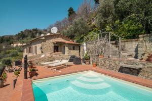 Farmhouse for Sale To Capannori