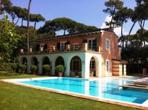Villa for Sale To Forte dei Marmi