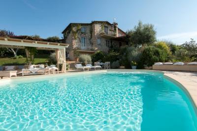 Villa for Sale in Massarosa