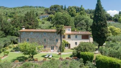 Farmhouse for Sale To Lucca