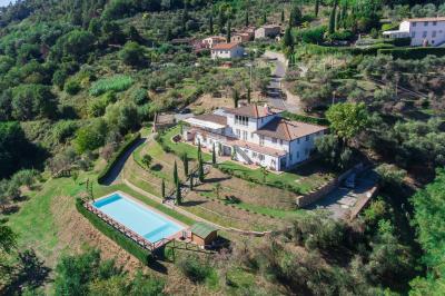 Villa for Sale in Lucca