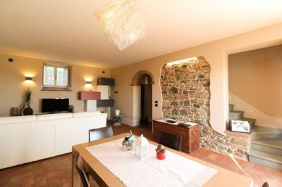 Semi detached House for Sale in Capannori