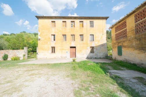 Villa for Sale To Capannori