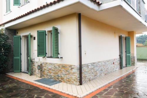Bifamiliare in Vendita a Lucca