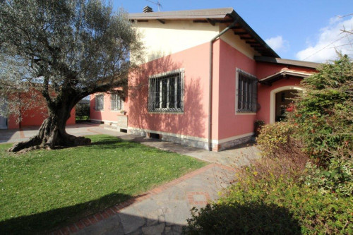 Villa for Sale in Porcari