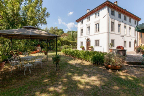 Villa for Sale in Capannori