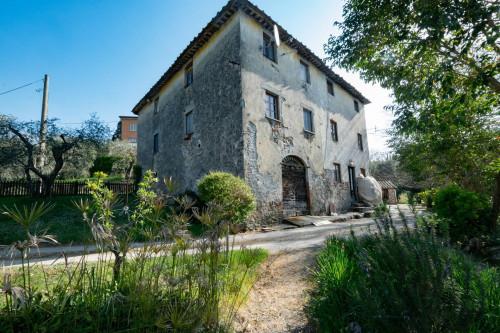 Casa Colonica in Vendita a Lucca