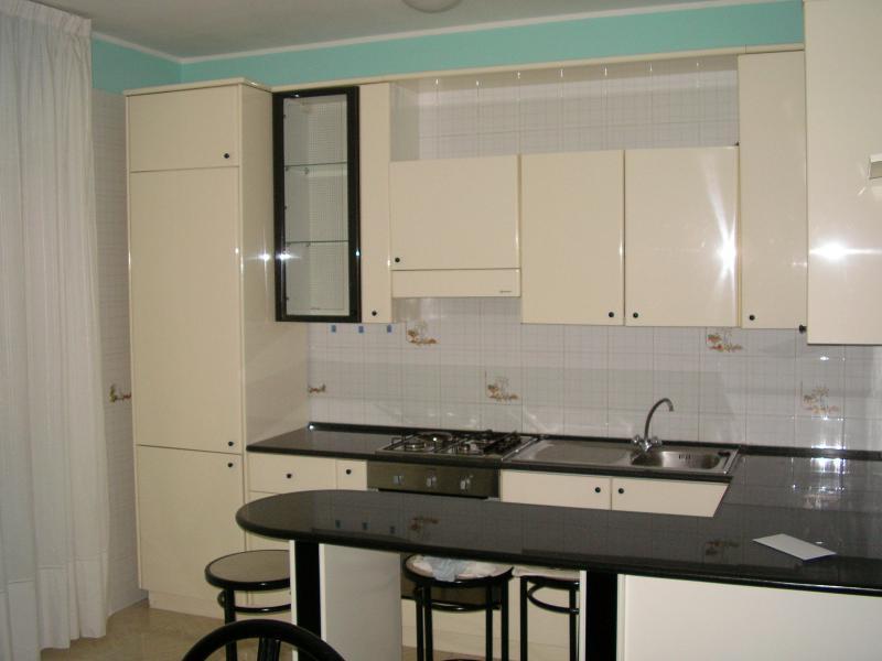 Appartamento in affitto a Quartu Sant'Elena, 2 locali, zona Località: VialeColombo, prezzo € 500 | Cambio Casa.it