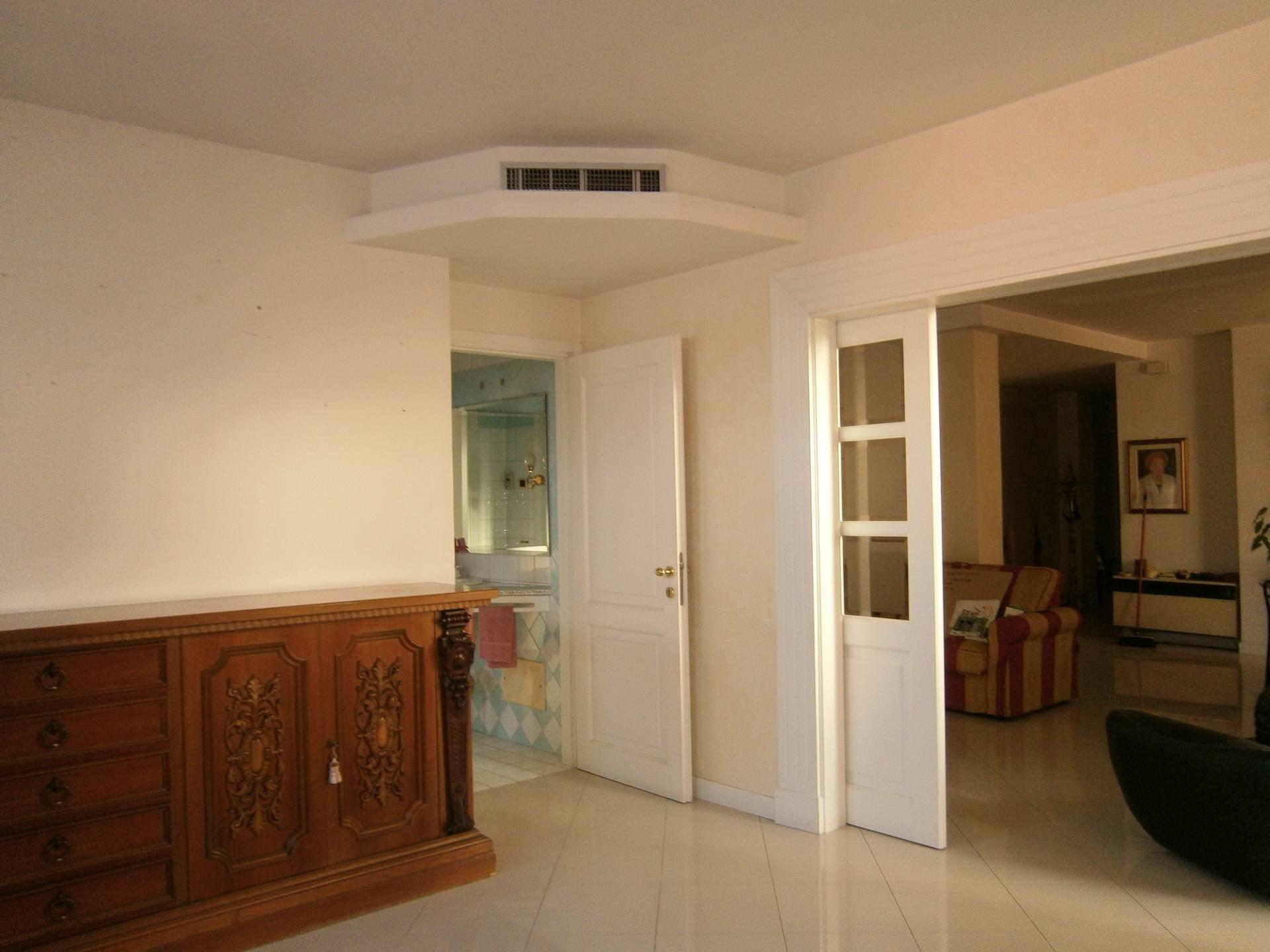 Appartamento in affitto a Quartu Sant'Elena, 7 locali, prezzo € 850 | Cambio Casa.it