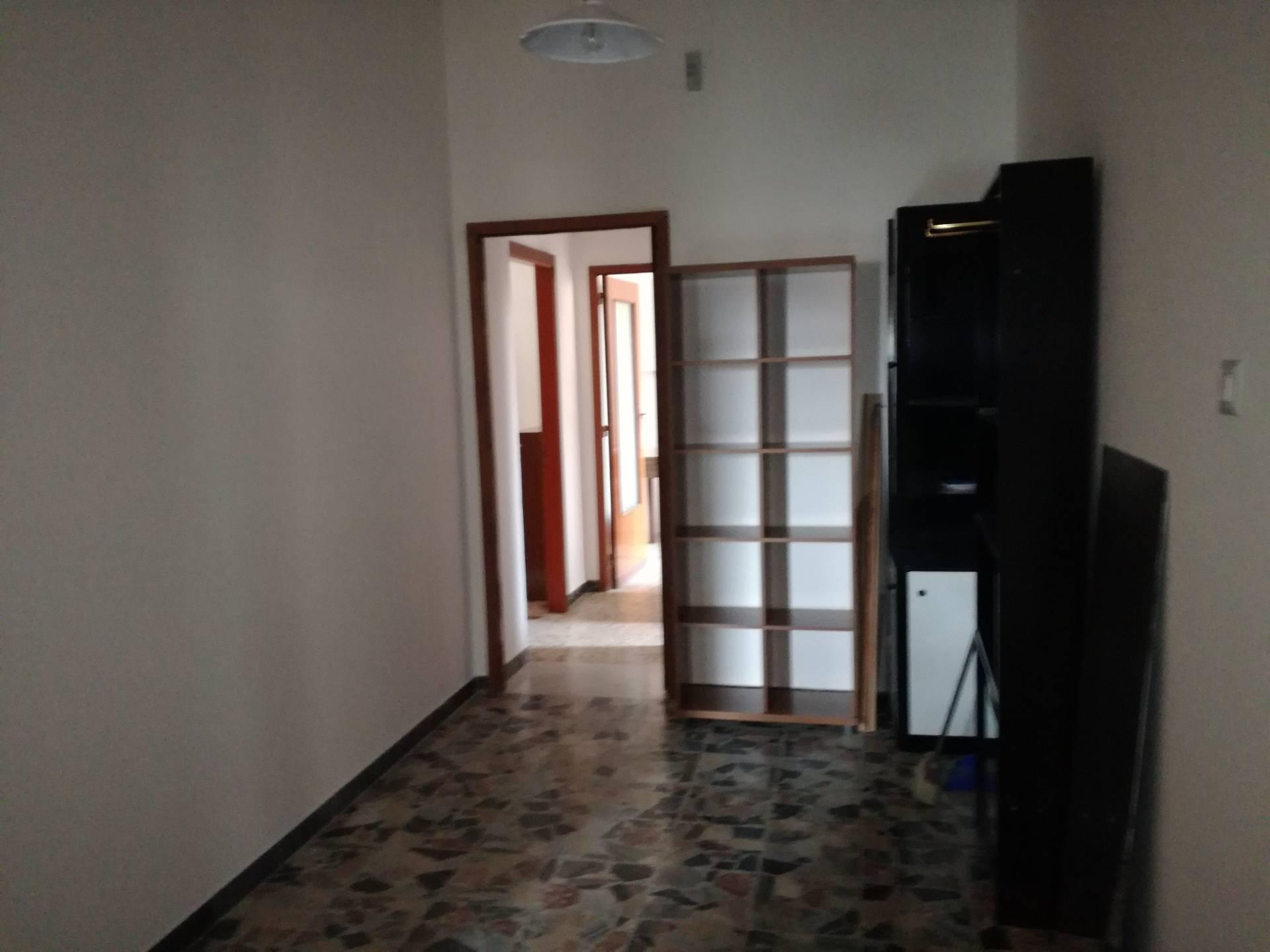 Appartamento in affitto a Cagliari, 4 locali, zona Località: SanBenedetto, prezzo € 800 | Cambio Casa.it