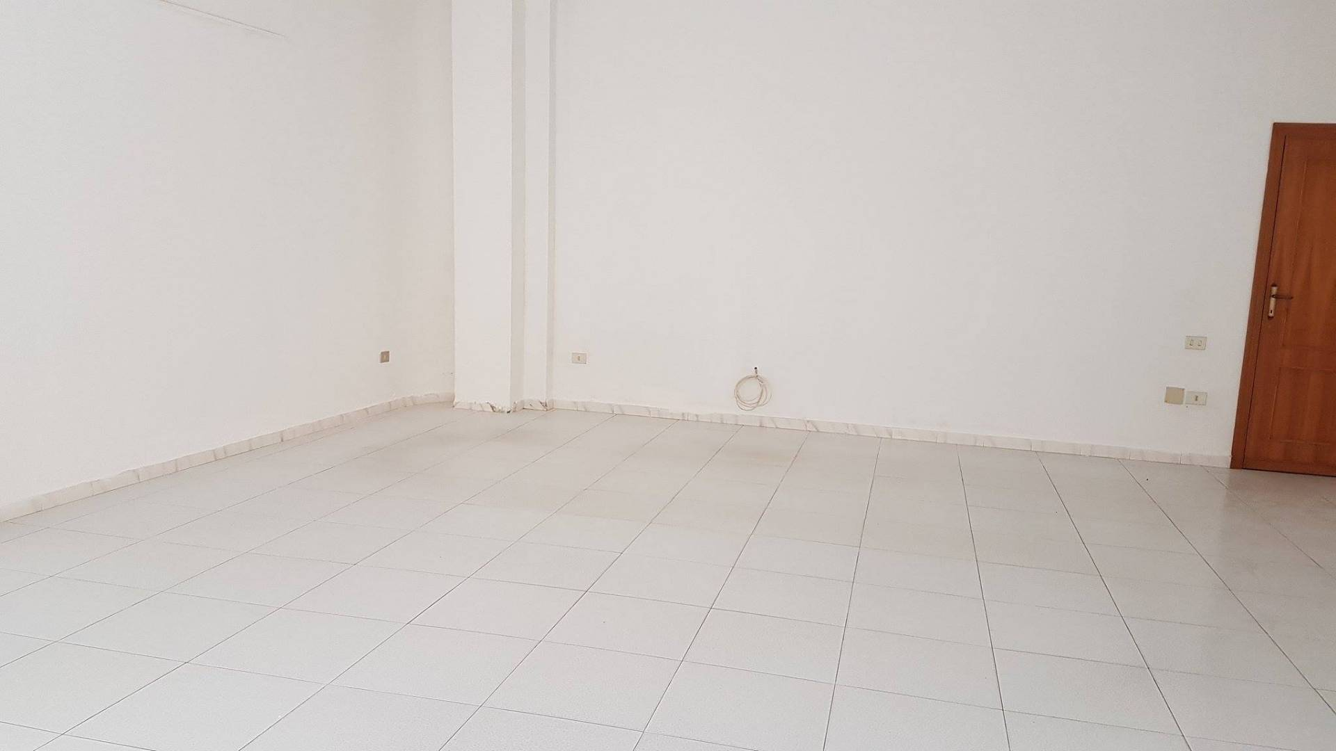 Attività / Licenza in affitto a Quartu Sant'Elena, 9999 locali, zona Località: VialeMarconi, prezzo € 350 | CambioCasa.it