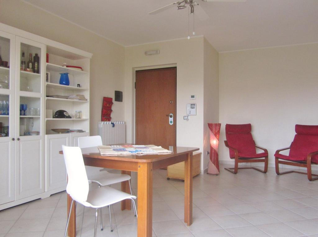 Appartamento in vendita a Nereto, 4 locali, prezzo € 89.000 | Cambio Casa.it