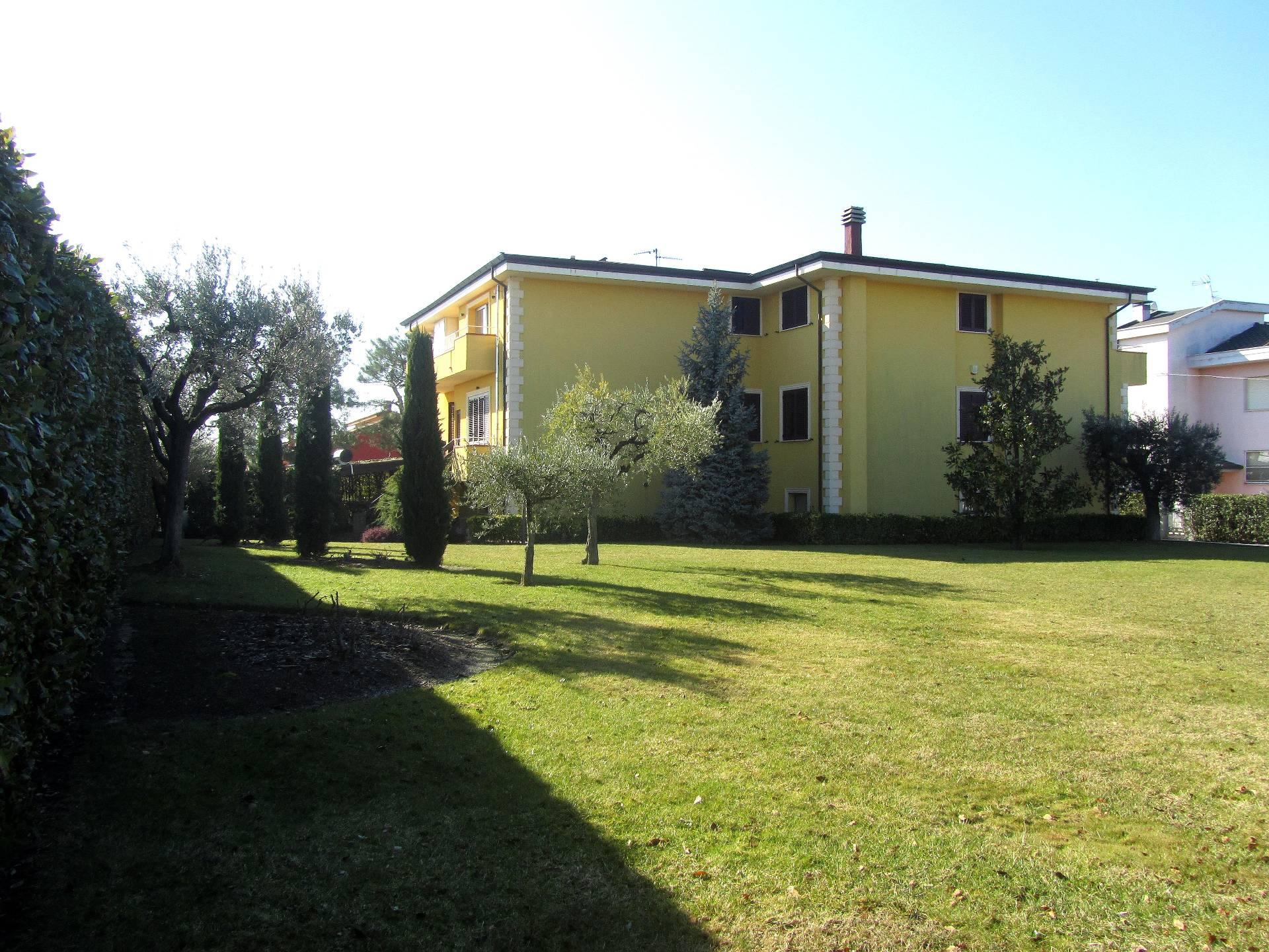 Villa in vendita a Ancarano, 12 locali, prezzo € 550.000 | Cambio Casa.it