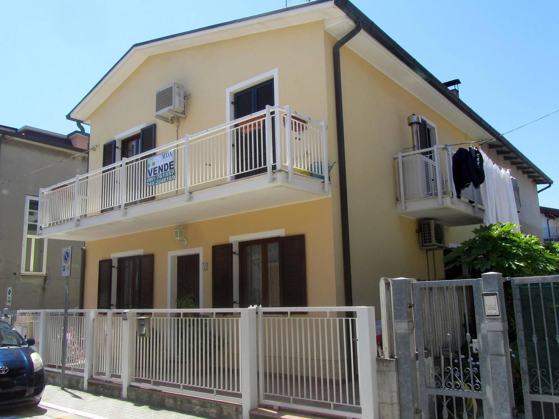 Soluzione Indipendente in vendita a Martinsicuro, 5 locali, prezzo € 158.000 | Cambio Casa.it