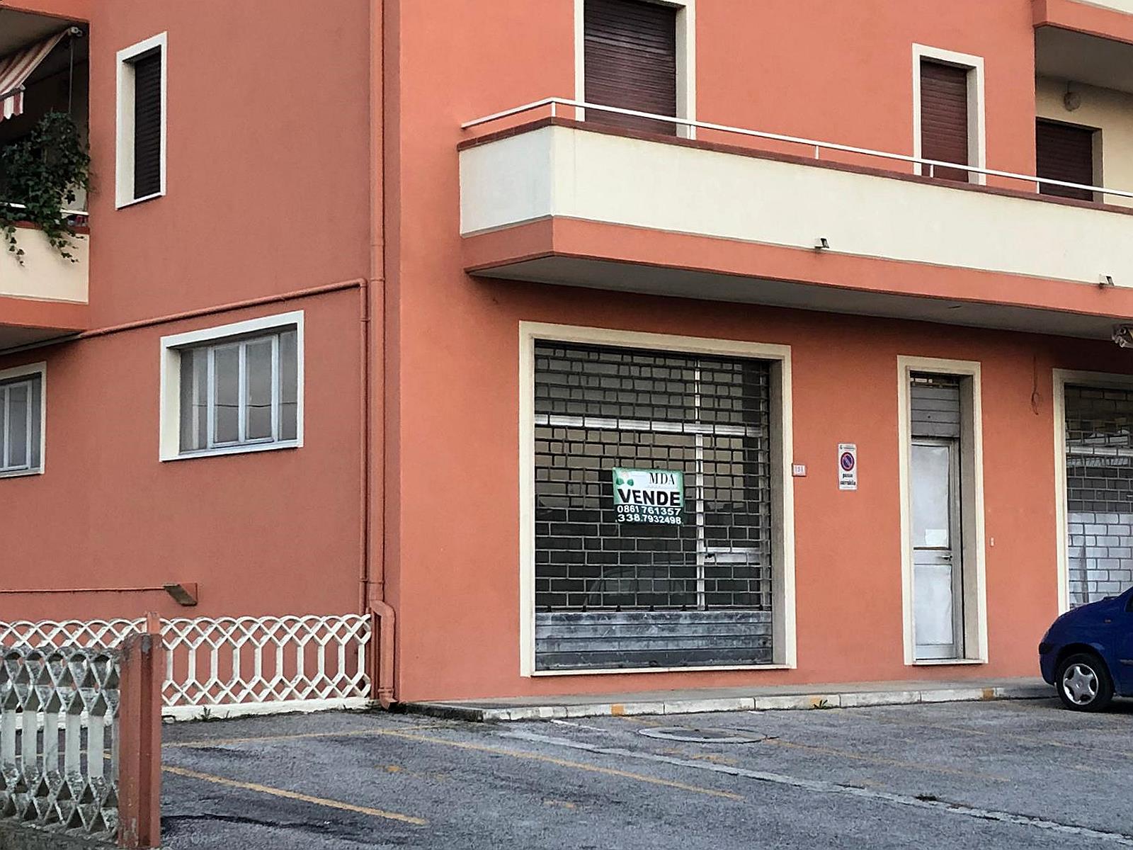 Negozio / Locale in vendita a Corropoli, 9999 locali, zona Località: Bivio, prezzo € 27.000   CambioCasa.it