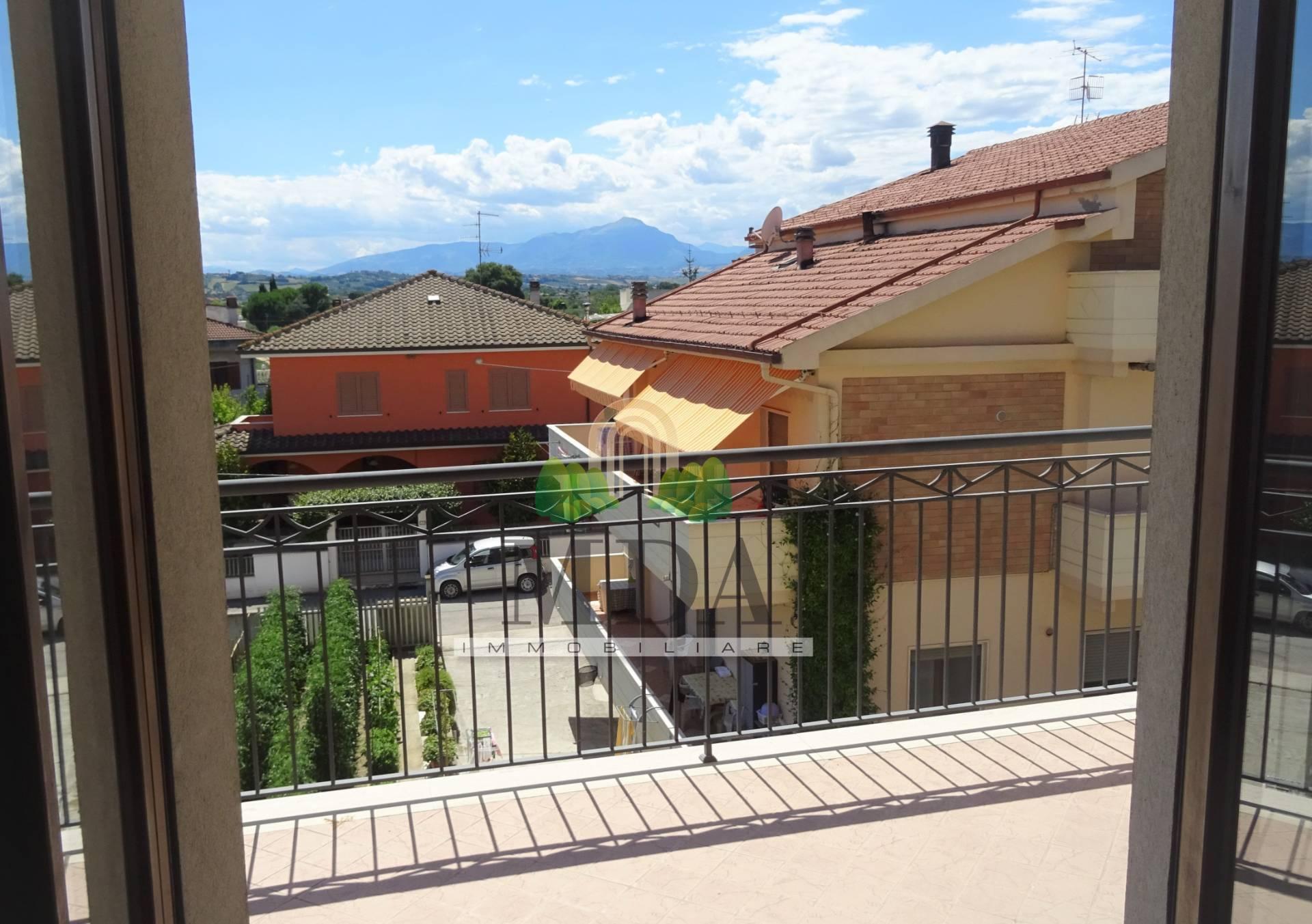Appartamento in vendita a Corropoli, 6 locali, zona Località: Bivio, prezzo € 95.000 | CambioCasa.it