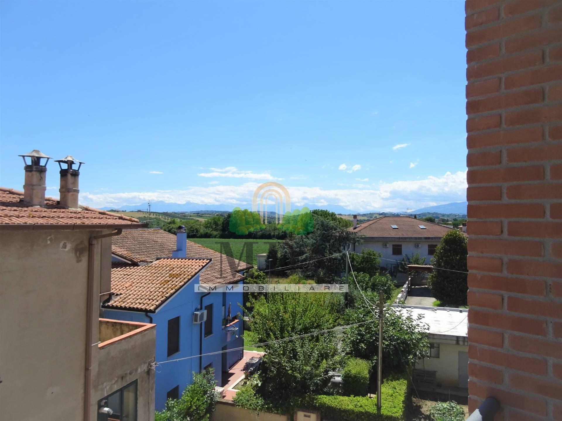 Appartamento in vendita a Corropoli, 6 locali, zona Località: Bivio, prezzo € 95.000 | PortaleAgenzieImmobiliari.it