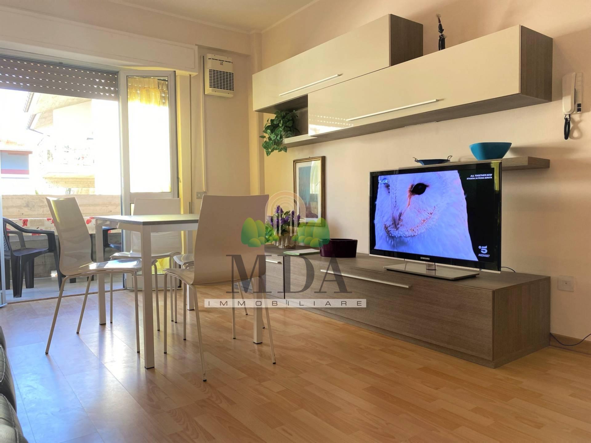 Appartamento in vendita a Martinsicuro, 5 locali, zona Località: VillaRosa, prezzo € 119.000 | PortaleAgenzieImmobiliari.it