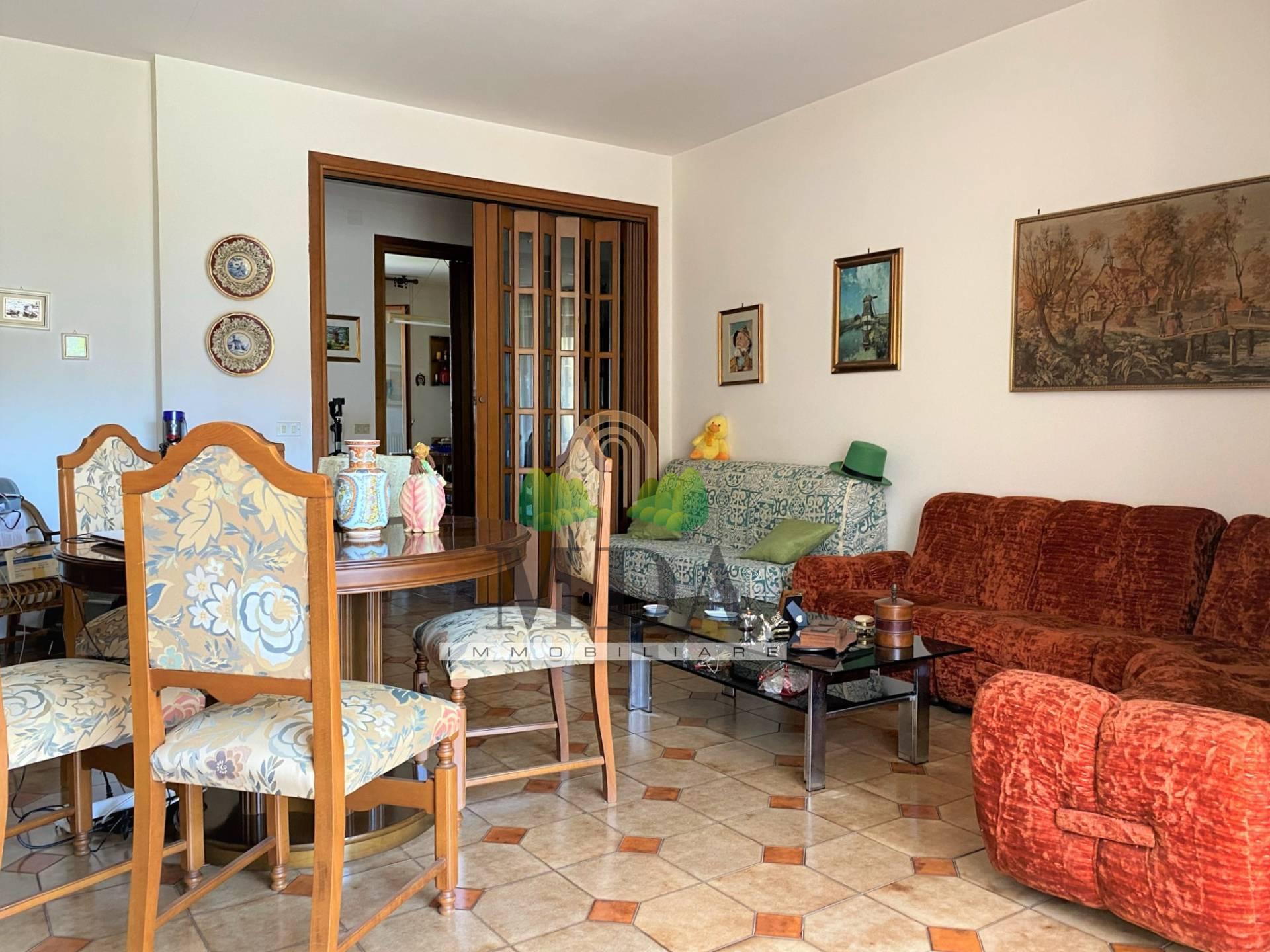 Appartamento in vendita a Martinsicuro, 6 locali, prezzo € 97.000 | PortaleAgenzieImmobiliari.it