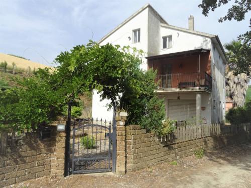 Casa singola in Vendita a Montalto delle Marche
