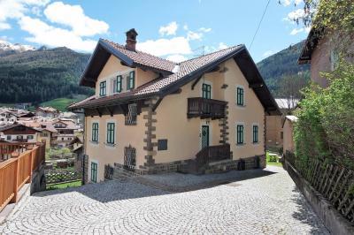 Villa in Vendita a Moena