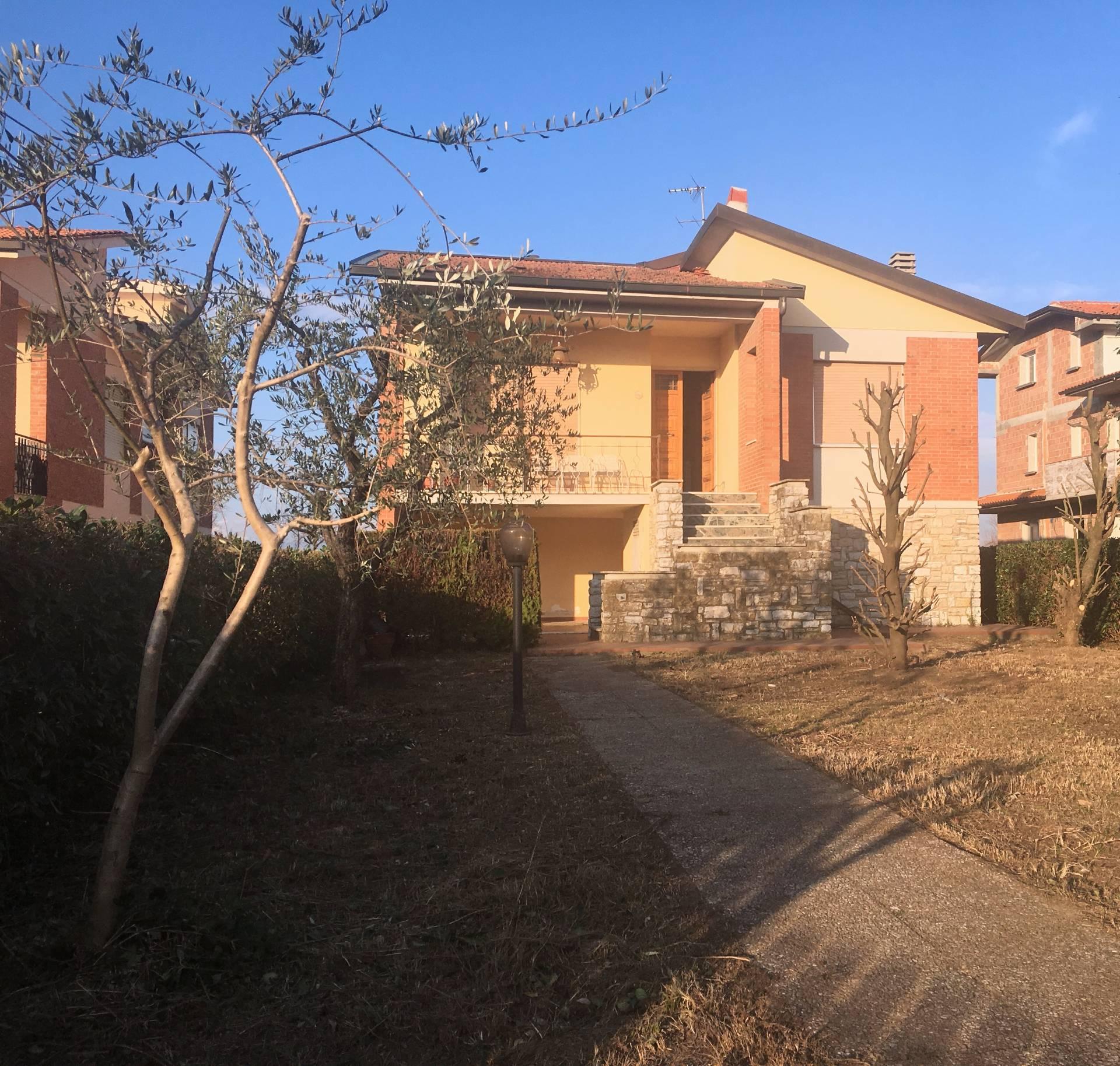 Villa in vendita a Bientina, 5 locali, prezzo € 275.000 | Cambio Casa.it