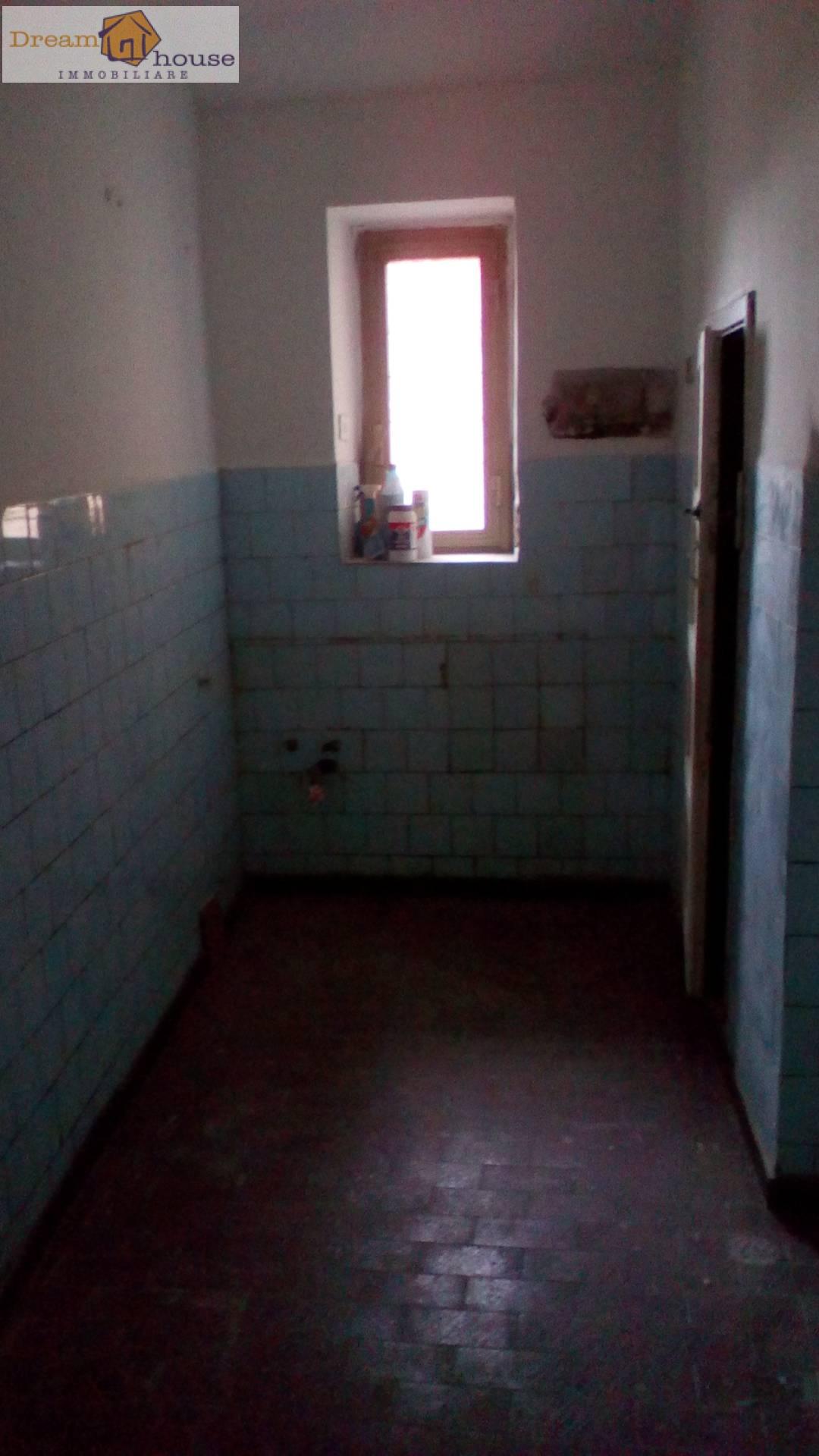 Appartamento in vendita a Genzano di Roma, 2 locali, prezzo € 55.000 | CambioCasa.it