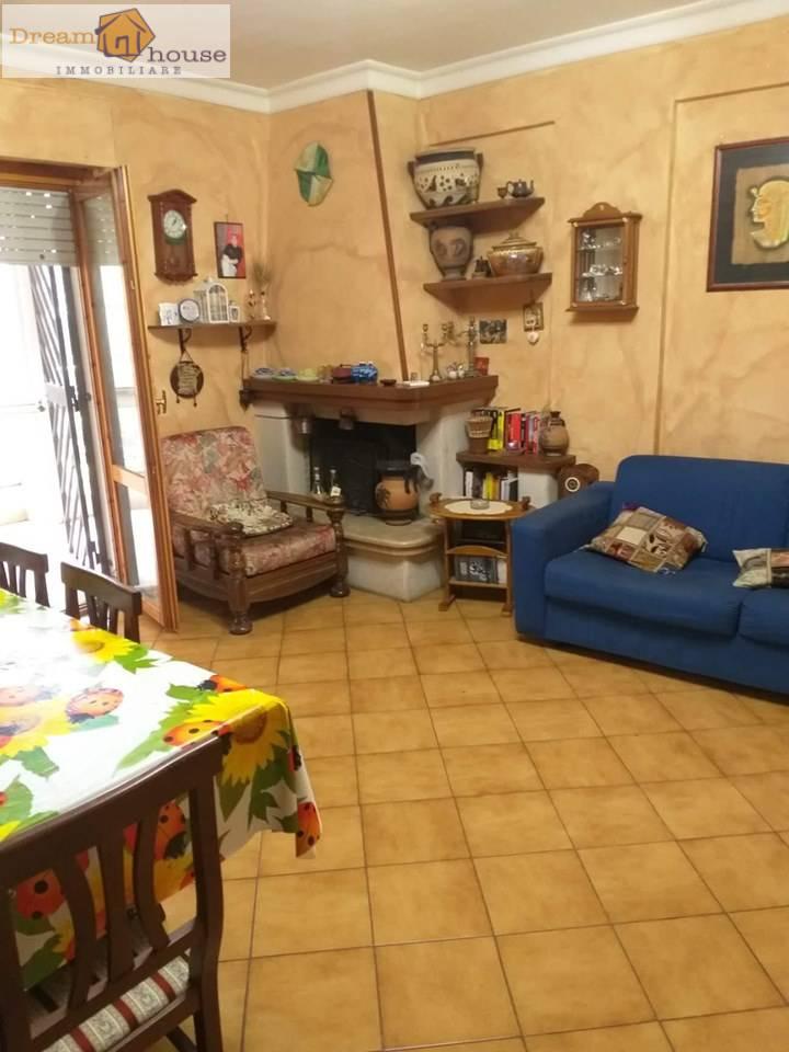 Appartamento in vendita a Lanuvio, 3 locali, prezzo € 165.000   CambioCasa.it
