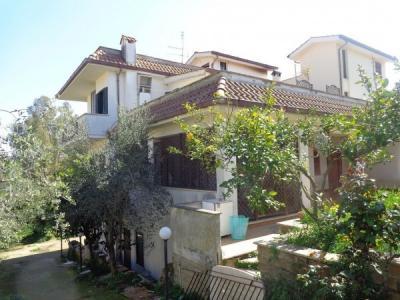 villa bifamiliare in Vendita a Genzano di Roma
