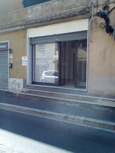 Locale commerciale in Affitto a Genzano di Roma