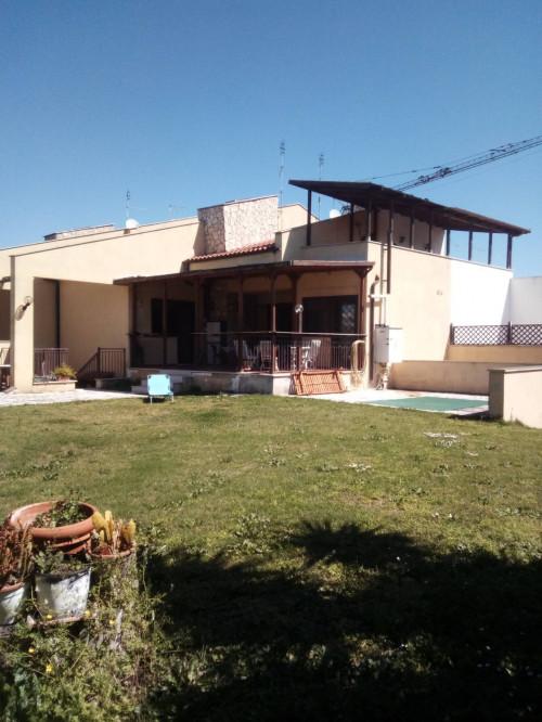 Villa Trifamiliare in Vendita a Roma