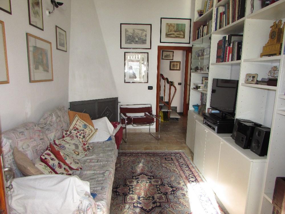 Soluzione Indipendente in vendita a Viareggio, 13 locali, zona Località: Centro, prezzo € 395.000 | CambioCasa.it