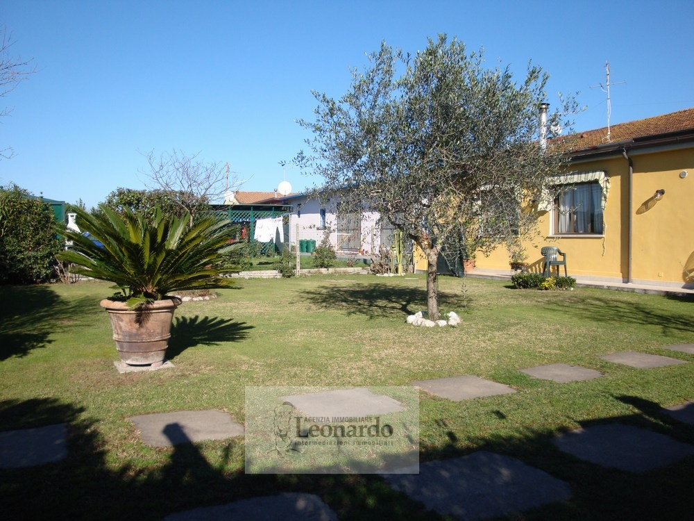 Villa in vendita a Viareggio, 6 locali, zona Località: TorredelLagoPuccini, prezzo € 295.000 | Cambio Casa.it